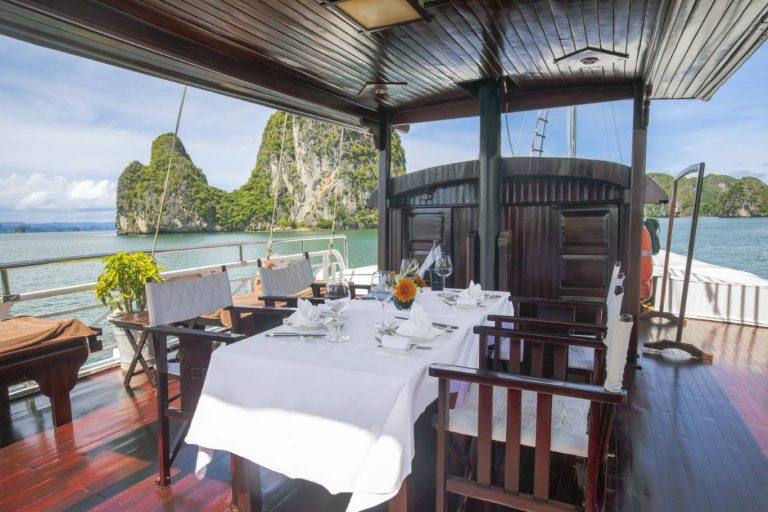 Halong Bay cruise - Prince I junk 2-cabin - Outdoor Dining