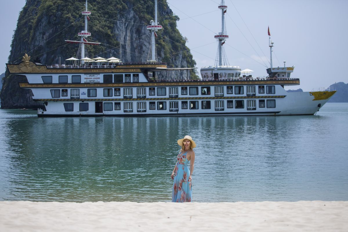 Halong Bay Luxury Cruise Traveler - Dragon Legend